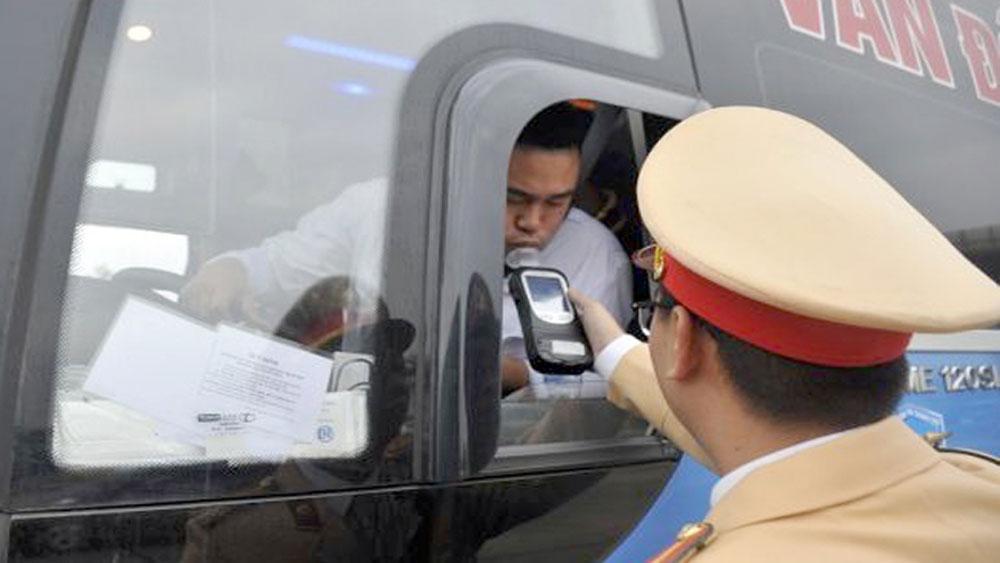Cảnh sát giao thông duy trì xử lý vi phạm nồng độ cồn trong dịp Tết